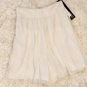 NWT Badgley Mischka Ivory Pleated Shorts